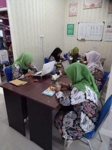 Aktivitas-Butik-Baju-Muslim-225x300 Tips Memilih Butik Baju Muslim Online