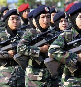 TNI wanita mengenakan jilbab